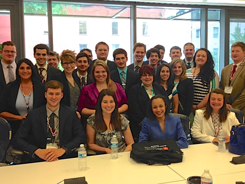 Photo of 60 undergraduate college students at ICANN's Washington, DC office